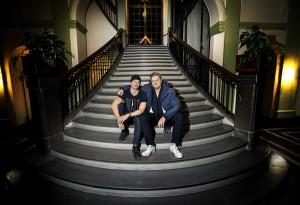 Wasabiweb, grundarna Nils Engvall(mössa) och Andreas Glimbrant, i entrén till Gamla riksbankshuset där dom har sitt kontor.Foto : STAFFAN CLAESSON 20151221